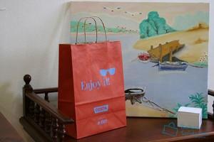 Bolsas para comercio baratas rojas con asa rizada y logotipo